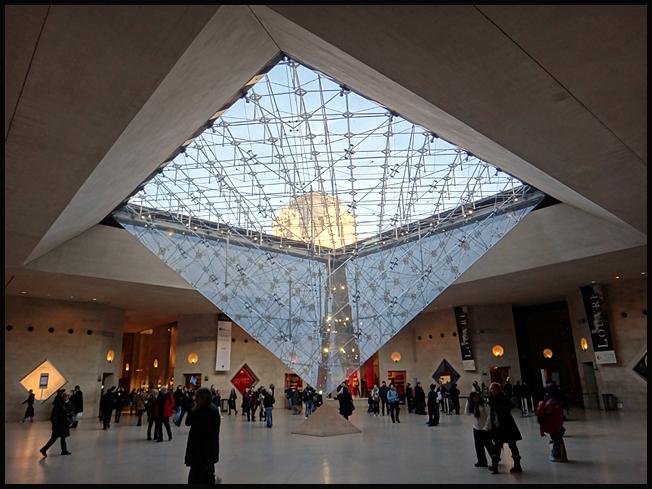 paris louvre interieur pyramide