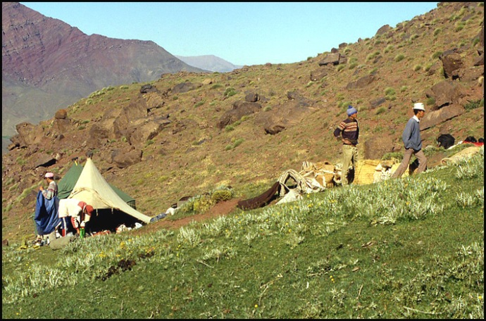 Randonnée dans le Haut Atlas central ; rencontre avec les Berbères au Maroc 32