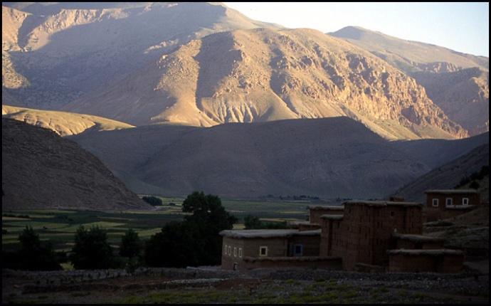 Randonnée dans le Haut Atlas central ; rencontre avec les Berbères au Maroc 3