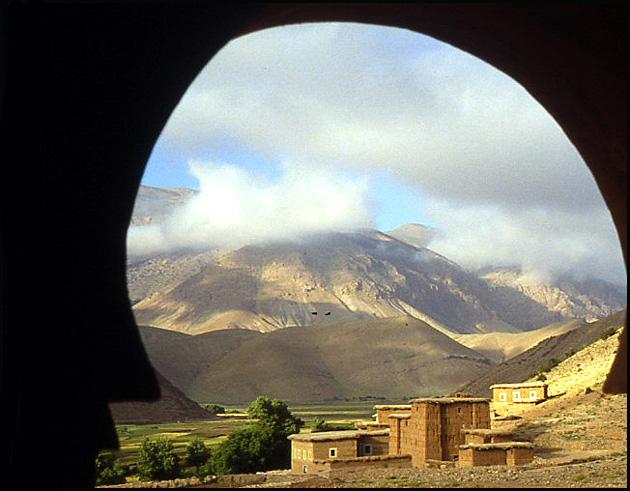 Randonnée dans le Haut Atlas central ; rencontre avec les Berbères au Maroc 1