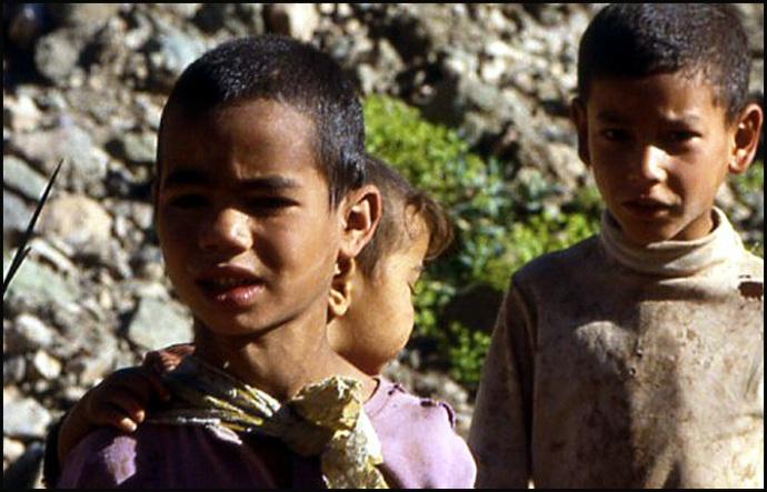 Randonnée dans le Haut Atlas central ; rencontre avec les Berbères au Maroc 13