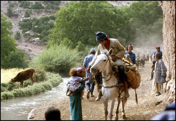 Randonnée dans le Haut Atlas central ; rencontre avec les Berbères au Maroc 58
