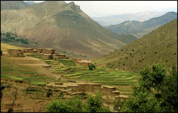 Randonnée dans le Haut Atlas central ; rencontre avec les Berbères au Maroc 12
