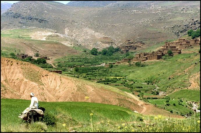 Randonnée dans le Haut Atlas central ; rencontre avec les Berbères au Maroc 37