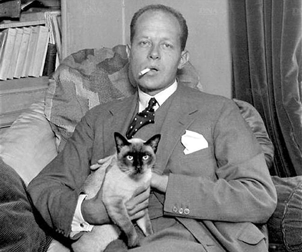 Pierre Drieu La Rochelle et chat