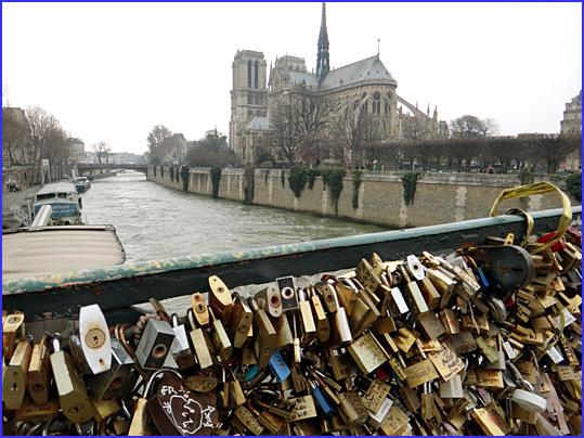 Paris pont de l archeveche cadenas notre dame