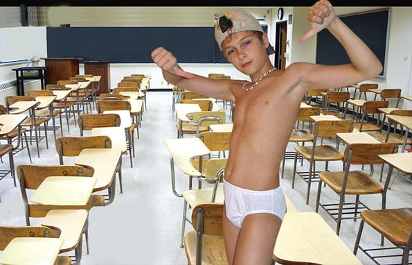 slip torse nu en classe
