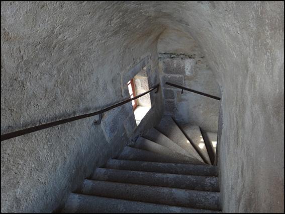 chateau du taureau 6 escalier
