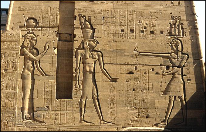 karnak horus pharaon