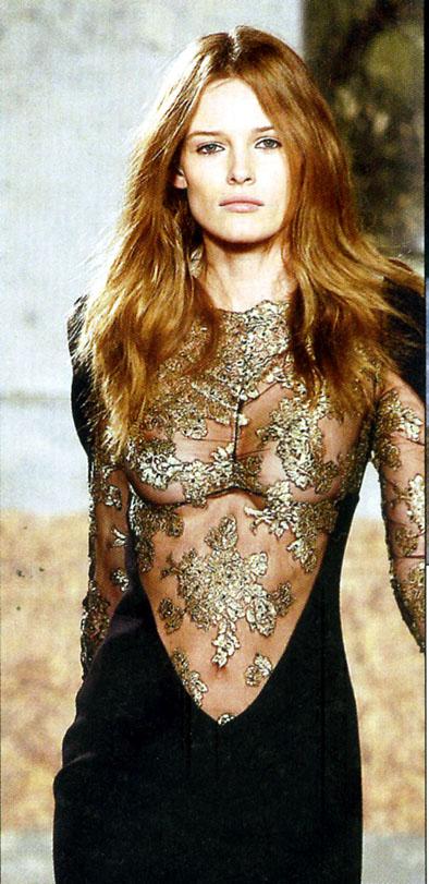 Femme robe seins nus emilio pucci