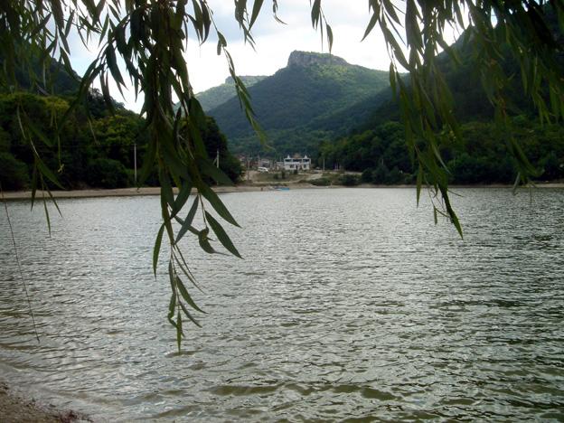 lac mangup kale crimee