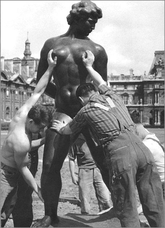 doisneau ouvriers empoignent seins