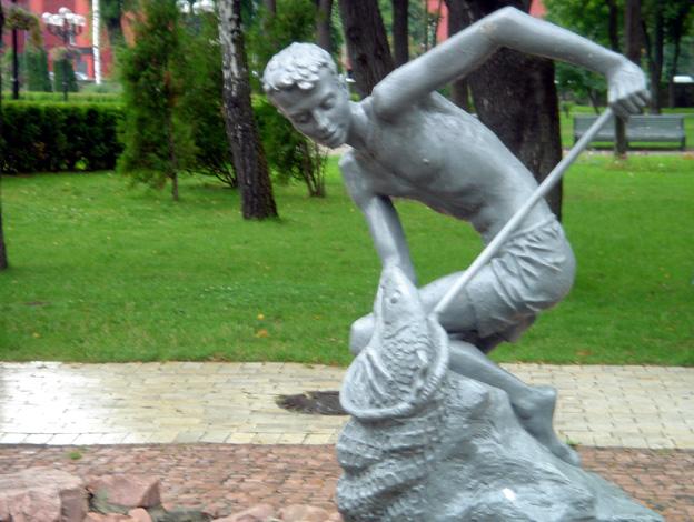 kiev statue bronze jeune pecheur