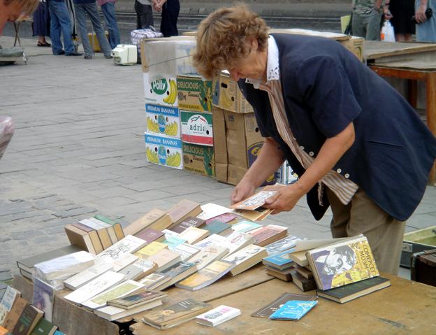 lvov ukraine marche aux livres