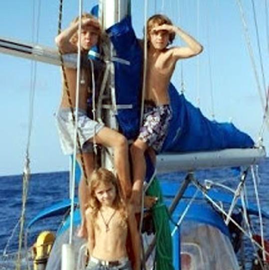 gamins en bateau
