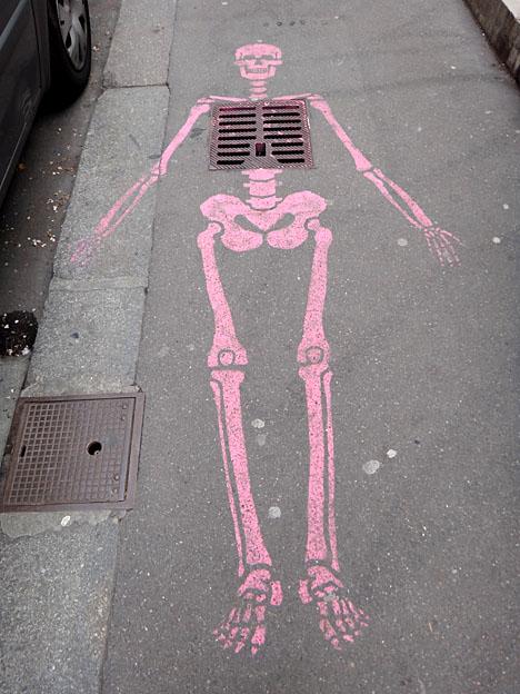 squelette de rue paris