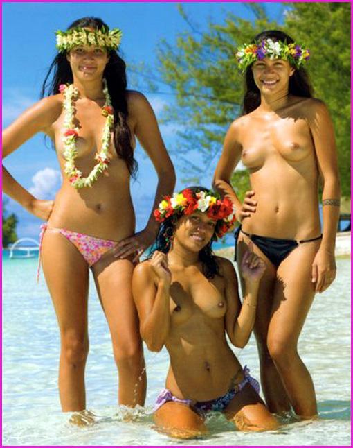 trois vahines seins nus