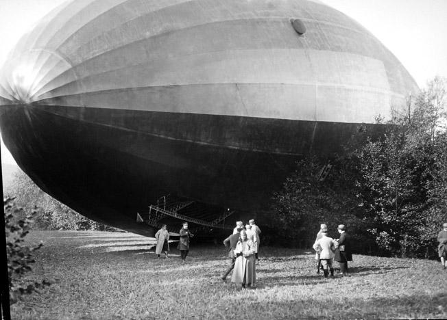 zeppelin capture bourbonne les bains 1917 senat expo 14-18 excelsior