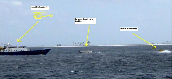 clipperton bateau de peche mexicain avec vedettes de rabattage