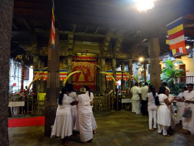 kandy reliquaire de la dent de bouddha sri lanka