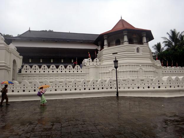 kandy temple de la dent de bouddha sri lanka