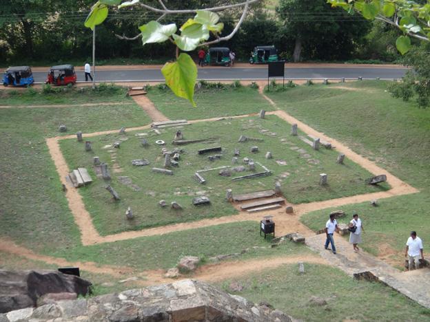restes temple Vessagiriya a Anuradhapura sri lanka