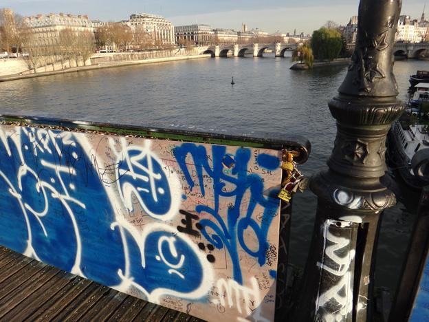 Paris cadenas decembre 2014 plaques en bois