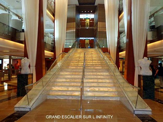 bateau celebrity infinity grand escalier