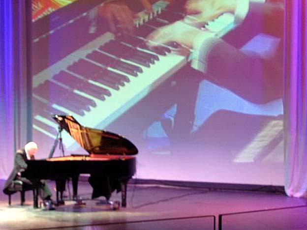 bateau celebrity infinity piano