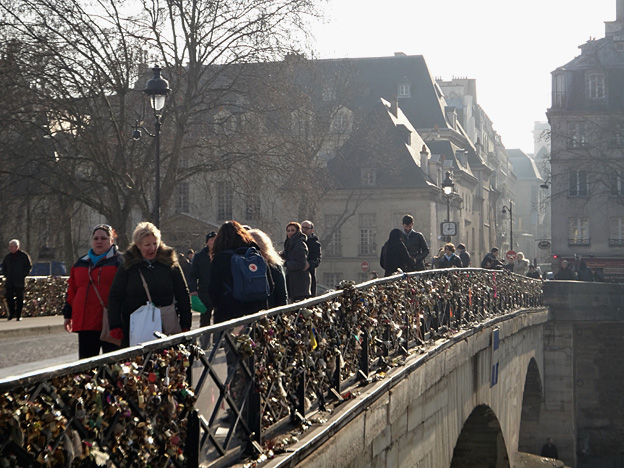 Paris pont de l archeveche cadenas
