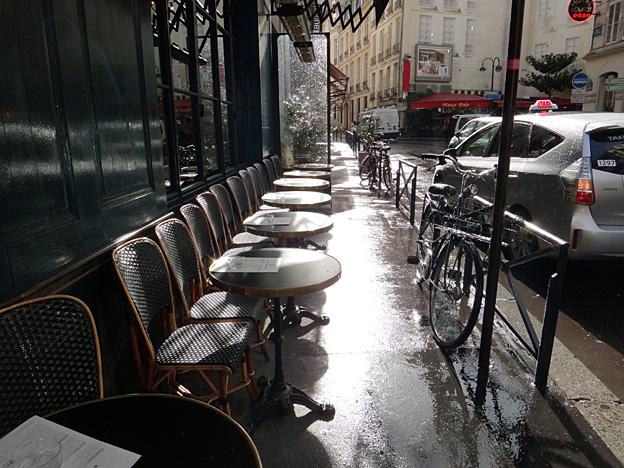 Paris rue de l odeon sous la pluie fevrier