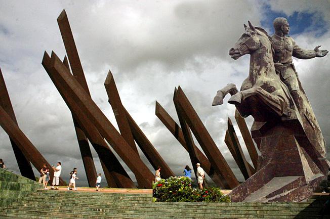 antonio maceo statue