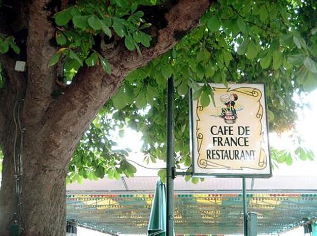 montcuq terrasse cafe de france