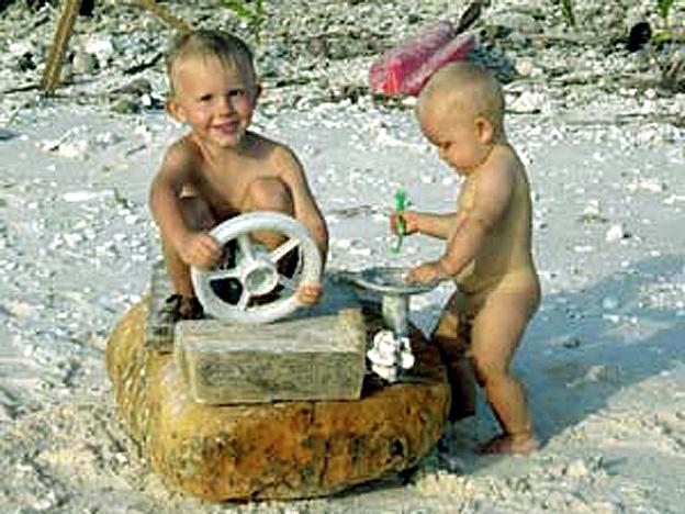 eliot et ulysse jouent sur clipperton