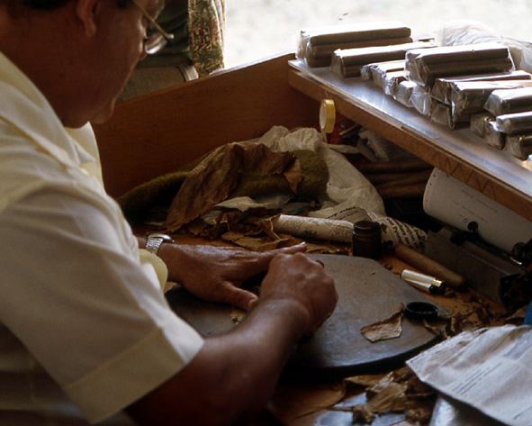 rouleur de cigares trinidad cuba