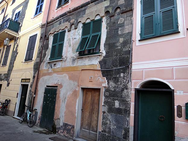 levanto facades