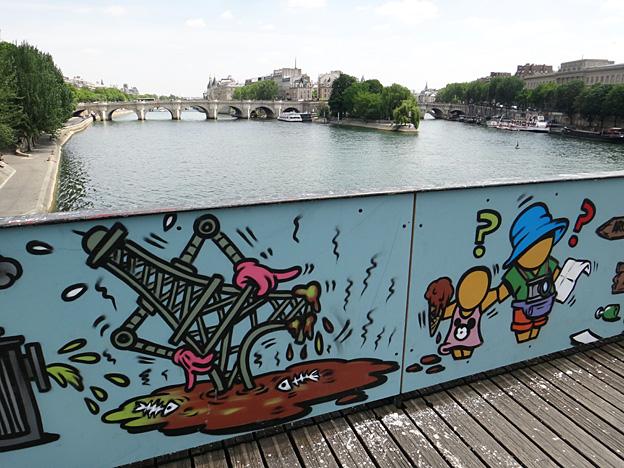 paris pont des arts 2015 paris poubelle socialiste 3