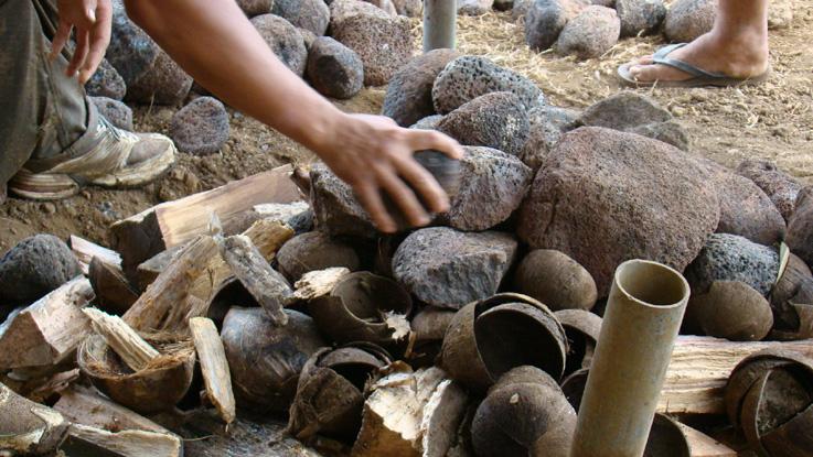 preparation du four tahitien pierres