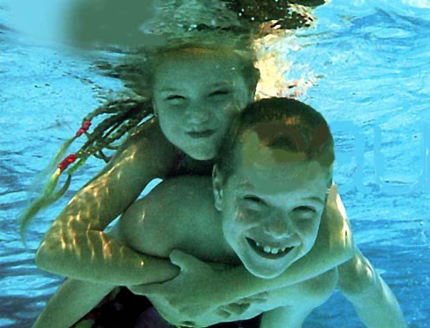 Gosses sous l'eau