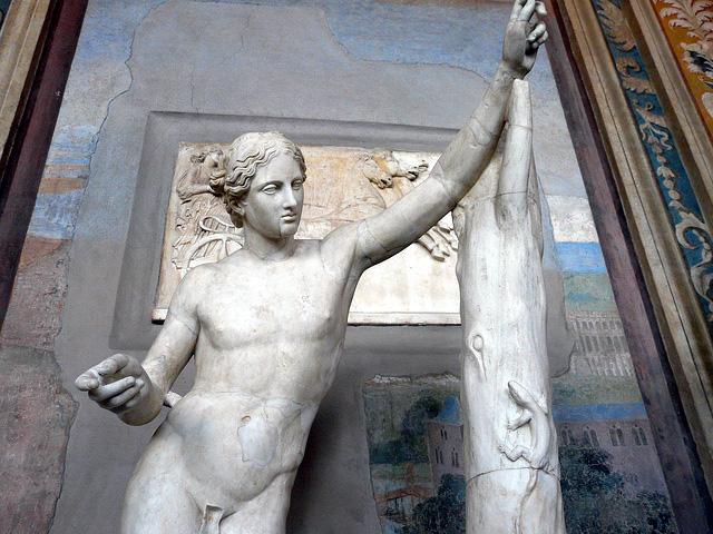 praxitele apollon sauroctone marbre