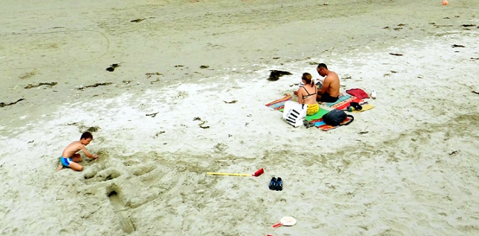 famille a la plage