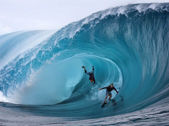 surf tahiti grosse vague