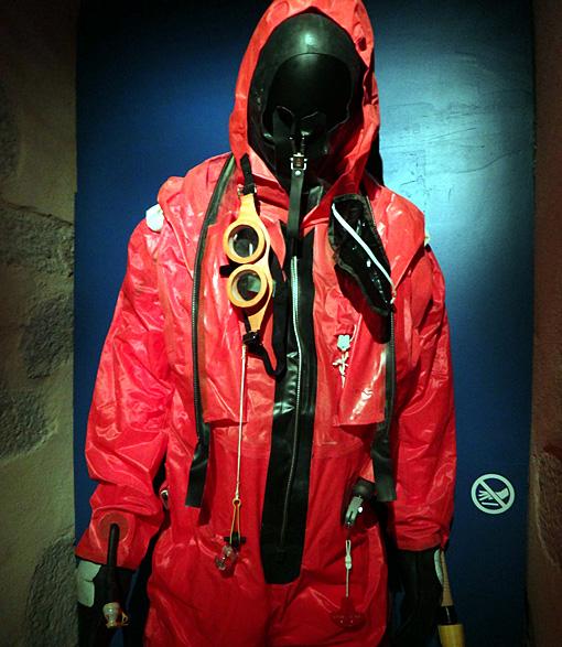 vetement sauvetage sous marin brest musee de la marine