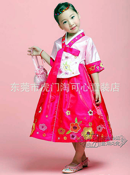 coree petite fille modele en rose