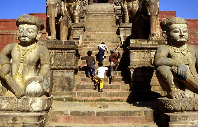 bhaktapur nepal montee au temple