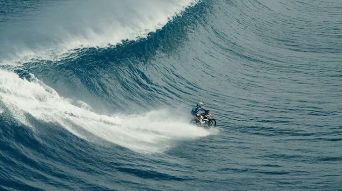 robbie madison surf en moto