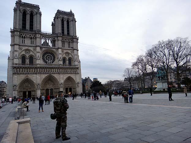Paris apres attentats notre dame bien gardee argoul for Biens atypiques paris