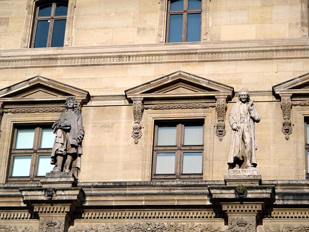 paris louvre statues de racine et voltaire