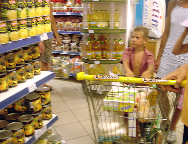 gamin en ete supermarche