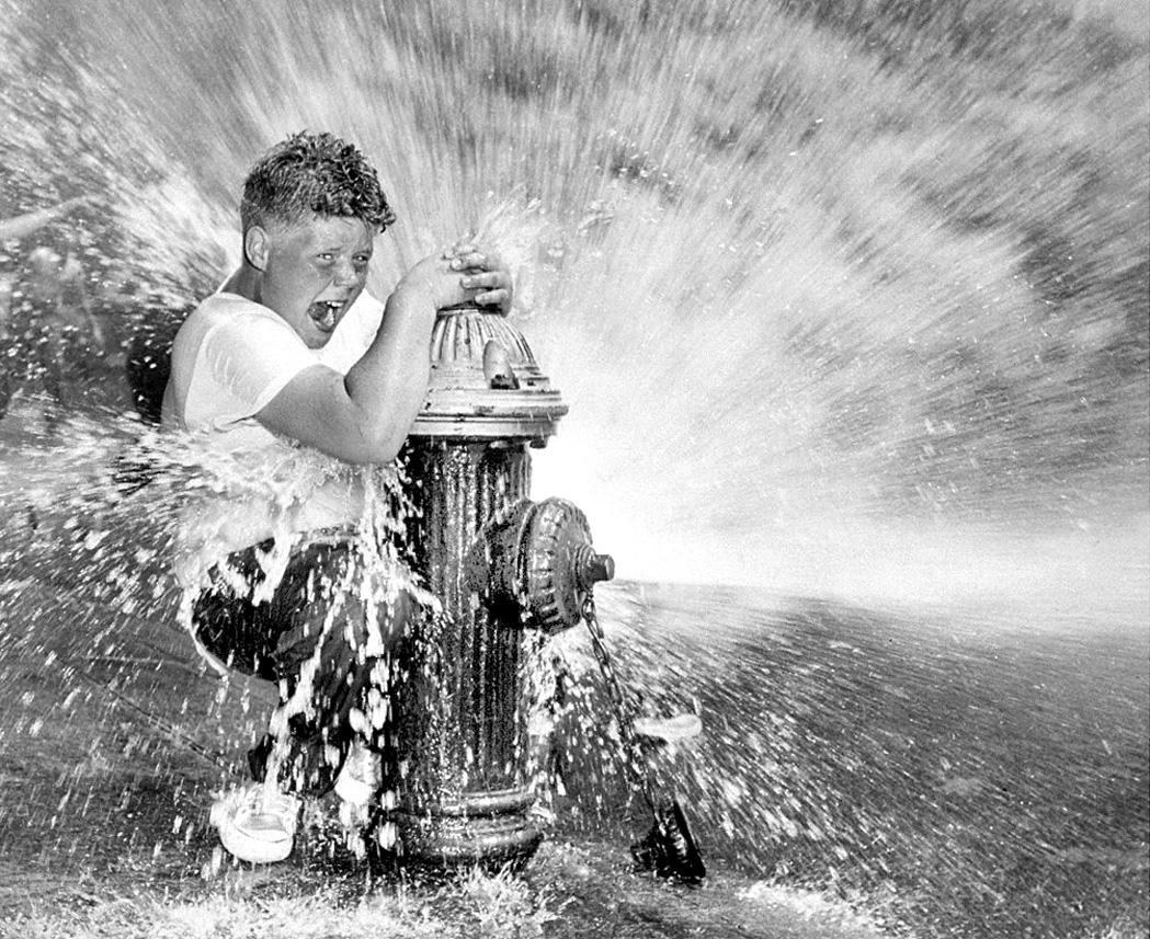 ado s eclate et jouit en fontaine
